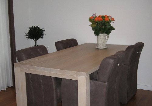 Eiken eettafel in whitewash